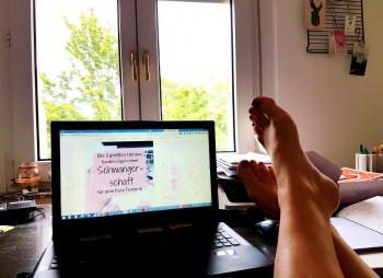 Füße auf dem Schreibtisch ...